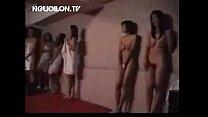Clip gái Việt cởi quần áo uốn éo để trai Hàn tu...