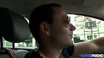 Juliana, elle rate son avion mais se fait enculer par le chauffeur de taxi - download porn videos