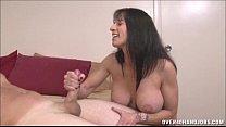 Парень подглядывает за зрелой дамой порно