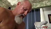 Velho safado bombando no neto gayzinho