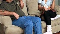 Pai comendo sua filha safada no porno caseiro