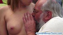 Эта блондинка с большими сиськами захотела жаркого секса