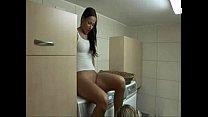 Порно молодой человек трахает мамочку на стиральной машине