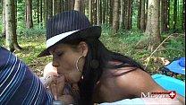 Perverse Waldspiele mit junger Lady Amanda Jane...