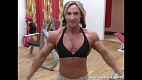 Klaudia Larson-gym pose thumbnail