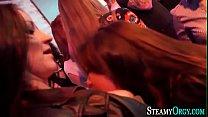 Парень делает девушке массаж спины видео