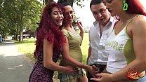 Le SpicyGirl spompinano Andrea Diprè al parco C...