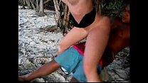 19483 corno filma a namorada dando a bucetinha para outro na praia preview