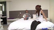 Première scène, première anale et trois orgasmes pour la magnifique petite Evy [Full Video]