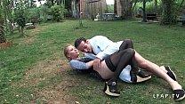 Cindy Picardie grave sodomisee dans le jardin's Thumb