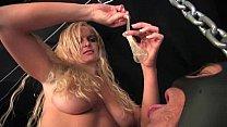Блондинка ласкает свои щелочки