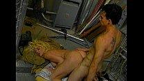 คลิปโป้ฝรั่งหนุ่มเล่นเย็ดในโรงรถ จับเธอโก่งเอาควยเสียบหีซอยเย็ดตูดกันโคตรมันส์เสียวเด็ดจริงๆ