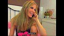 Порно онлайн блондинка нереальной красоты