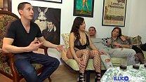 Alicia chaude brésilienne et la petite Camille rencontre explosive [Full Video] Preview