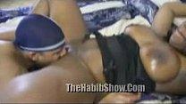 Порно трахает в спортзале