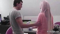 Stief-Bruder mit Monster Schwanz fickt seine Stief-Schwester Vorschaubild