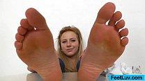 Blondie shows off bare feet pornhub video