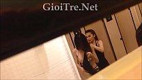 (GioiTre.Net) Quay lén 2 em gái thay đồ trong nhà vệ sinh cực bá