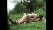 Pillados culeando al aire libre