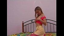 Пизда девушки в коротком красном платье