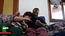 Парень трахает пьяную маму и ее подругу