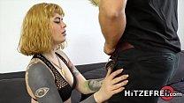 HITZEFREI German tattooed slut has her holes penetrated Vorschaubild