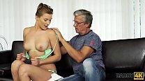 Screenshot DADDY4K. Sex o con su padre después de la piscina