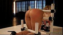 Порно негр рвет жопу блонде