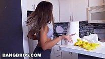 BANGBROS - Latina maid Mariah cleans more than just the apartment (mda15731) Vorschaubild