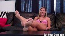 Порно видео заставилализать ноги