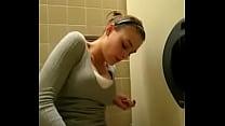 masturbando no banheiro ate gozar mulheresgozan... thumb