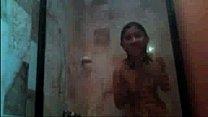 Putita bañándose por webcam thumbnail