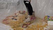 Cup noodles food crush mouton boots