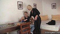 Реальная проститутка Дениса, показывает, что умеет