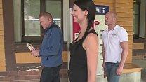 Heisse Zeitungsverkäuferin auf dem Bahnhofsklo gefickt Vorschaubild