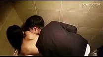 酒吧厕所搞女友