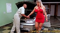 Brasileira cavala botando mecânico pra chupar sua buceta