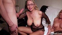 Mutti und Tante helfen Florian bei seinem ersten mal Sex Vorschaubild