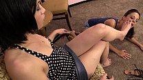 Госпожа унижает раба писсингом