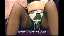 www.tacopine.com : 2 maîtresses profitent de l'innocence d'un mec en manque