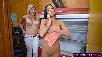 Lesbian reaches orgasm in a solarium with a little help - download porn videos
