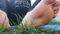 14428 Dopo una sessione di corsa la tua dolce mamma ti mostra i suoi piedi sudati e tu puoi solo leccarli preview