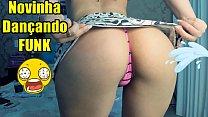 Novinha Safada Dancando FUNK de micro saia, Rebolando Gostoso e mostrando os peitos para voce GOZAR - A horny girl dancing
