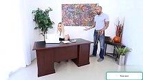 الموظف يهيج ويغتصب مديرته ف العمل  رابط الفيديم كامل من هنا http://gsul.me/bI6v
