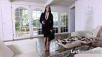 Busty MILF Angela White enjoys foot fetish with her cotenant Vorschaubild