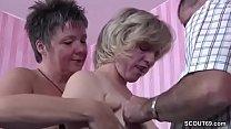 Mutter bringt ihre Freundin fuer Dreier mit ihrem Mann mit Vorschaubild