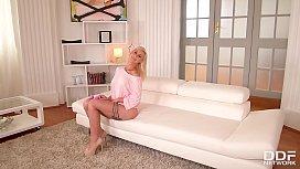 Blonde Glam Babe Helena...
