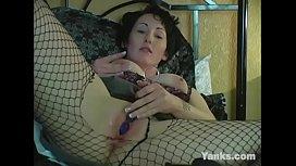 Sexy MILF Annie Masturbating...