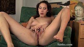 Yanks Betty Loves Her Clit