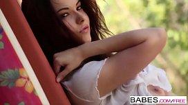 Babes - WET GAME - Elizabeth...
